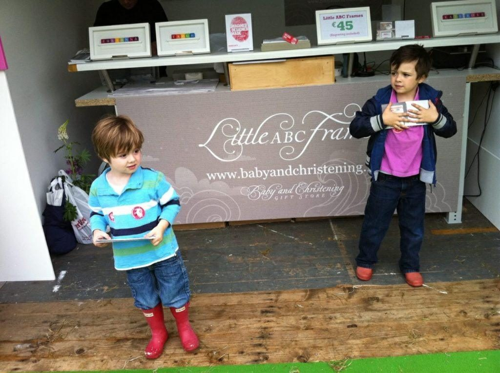 Two little helpers at Bloom